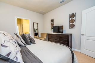 8961 Rhodes Street 6 Bedrooms, +3 Bathrooms