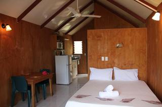 Aroko Bungalows, Muri Beach,