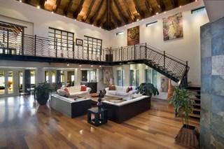 Stunning Balinese - Style Villa