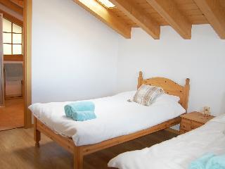 Petit Nid - Four Bedroom, Route Des Cl�ves,