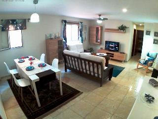 Reina Arminda - Three Bedroom