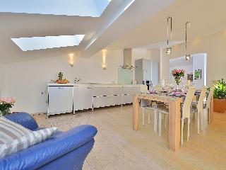 Villa Nodi - Six Bedroom, Ulica Branimira Gušica,