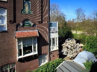 Hotel Atlas, Van Eeghenstraat,64
