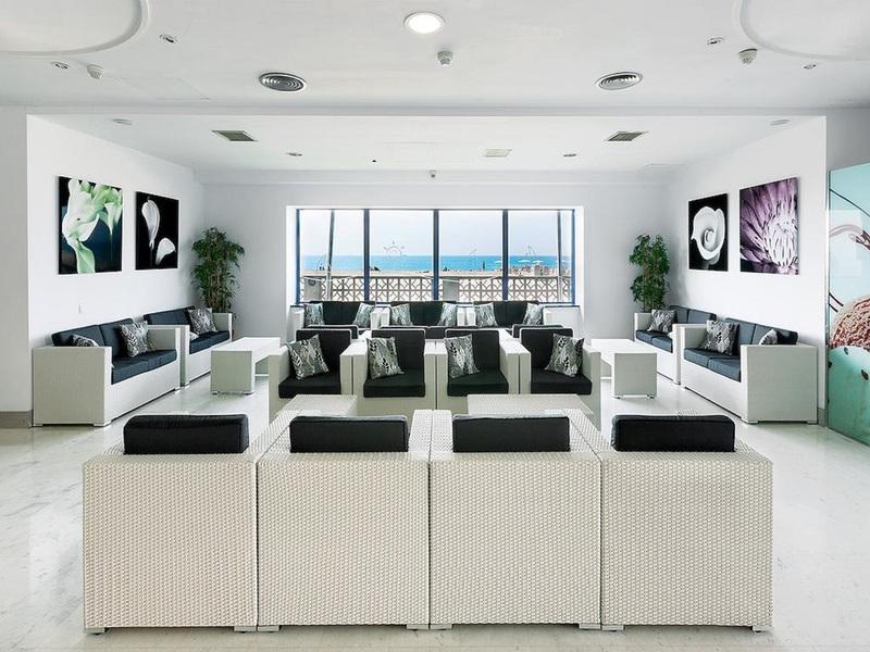 Lobby Tahiti Playa Suites