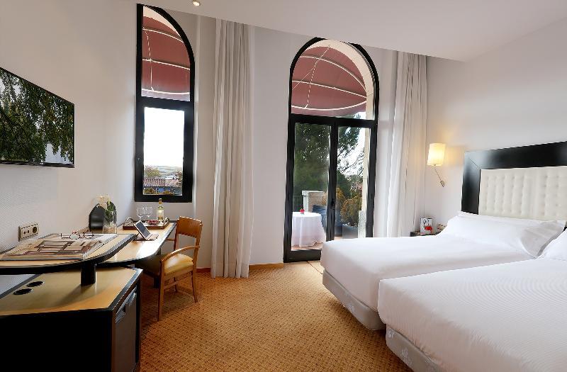 Room Abba Burgos