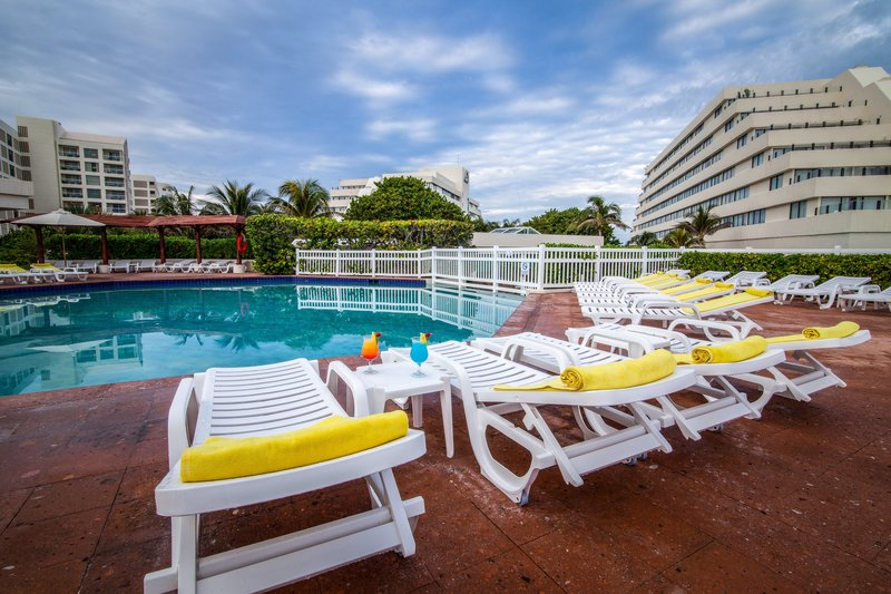 Pool Park Royal Cancun All Inclusive