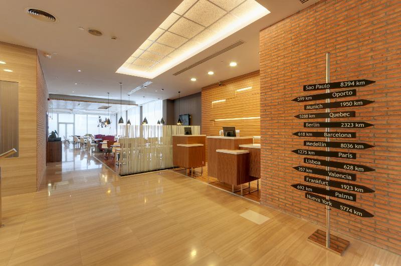 Lobby Tryp Madrid Chamartin Hotel