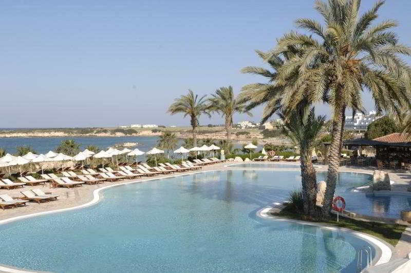 Pool Coral Beach Hotel & Resort