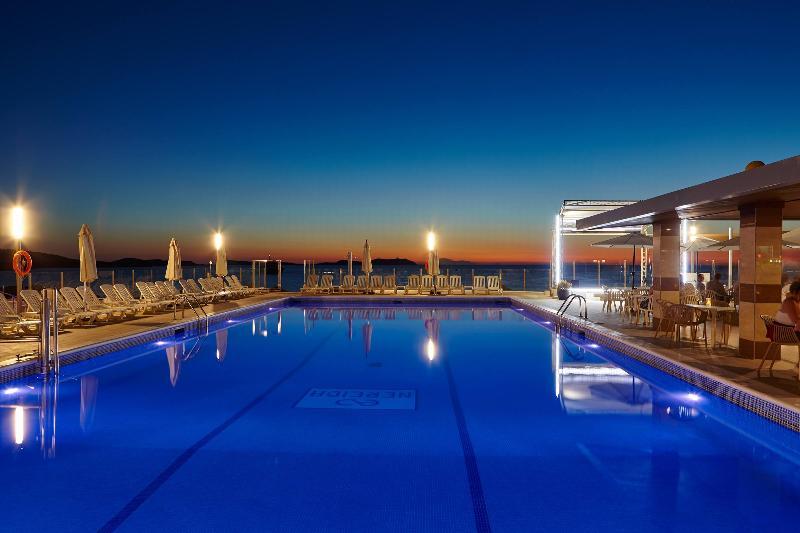 Pool Aparthotel Nereida