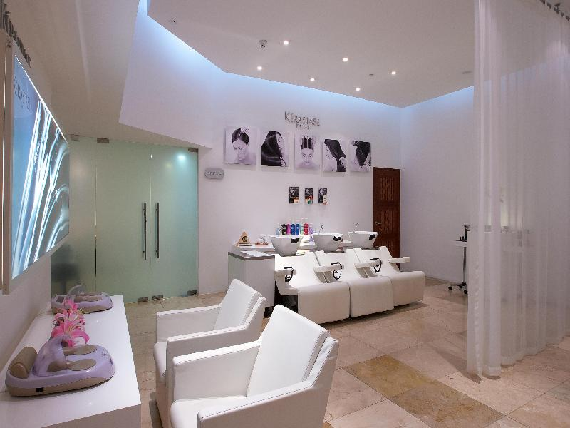 Sports and Entertainment Le Blanc Spa Resort