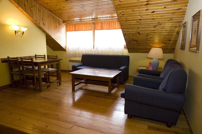 Apartamentos Pessets - Room - 9