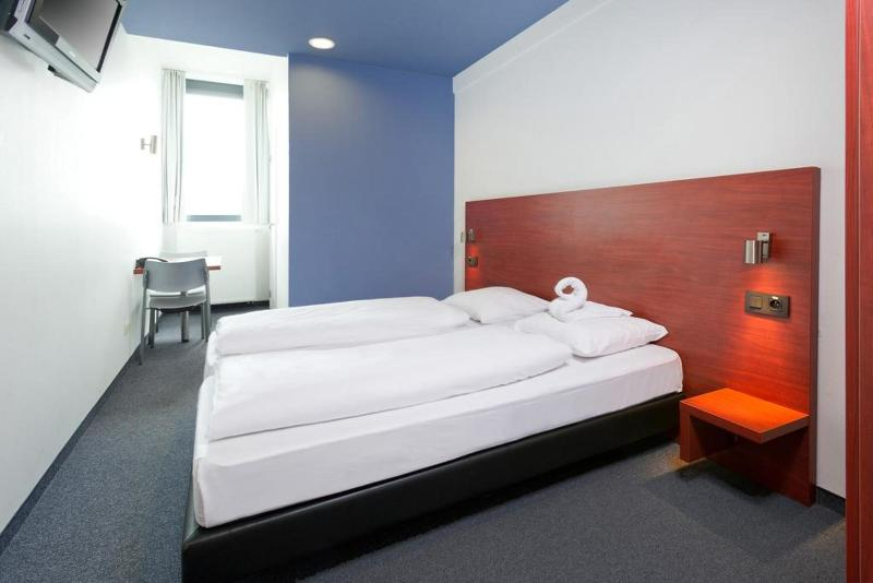 Room Century Hotel Antwerp Centrum