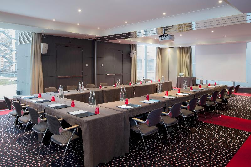Conferences N\'vy Manotel