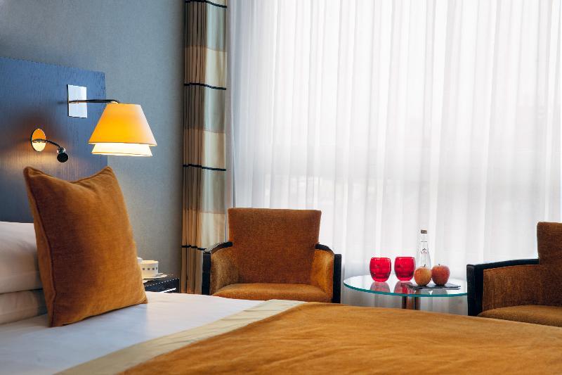 Room Auteuil Manotel