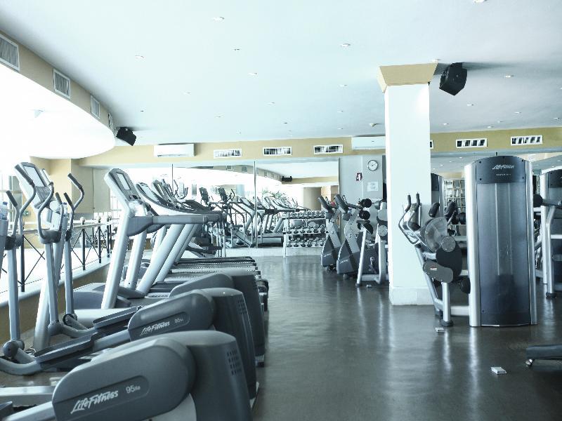 Sports and Entertainment Sandos Cancun Lifestyle Resort