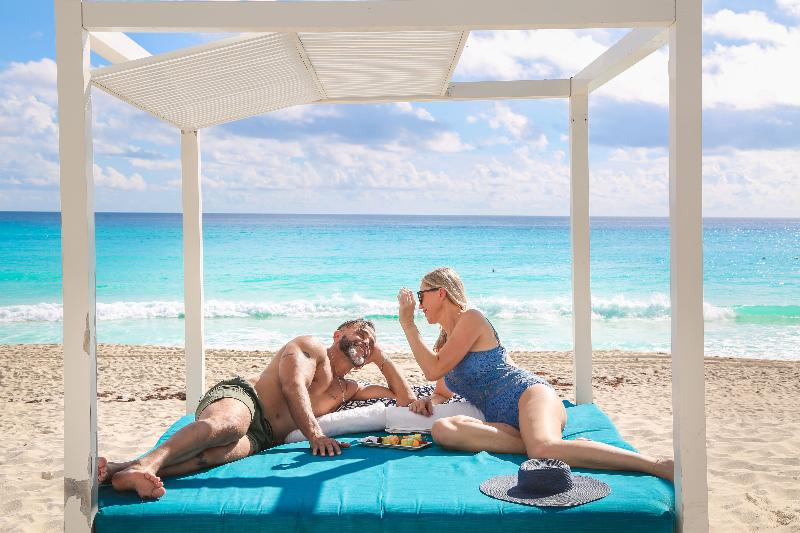 Beach Sandos Cancun Lifestyle Resort