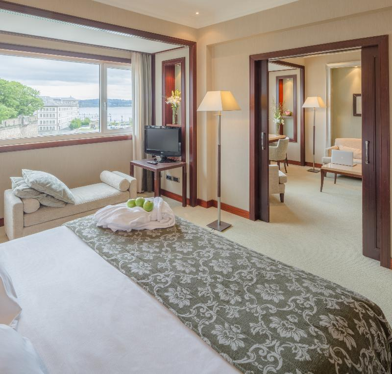 風景小型套房 (Junior Suite with views)