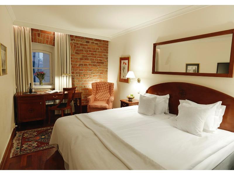 Room First Hotel Reisen