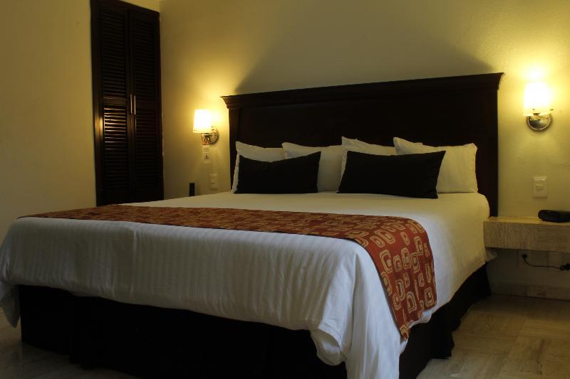 Room Surestay By Best Western Palmareca Hotel & Suites