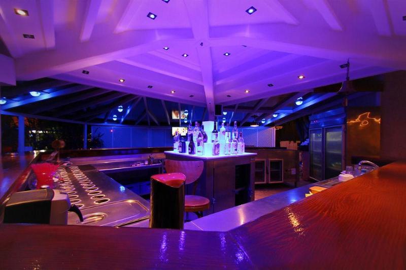 Bar Erdenhan Apart
