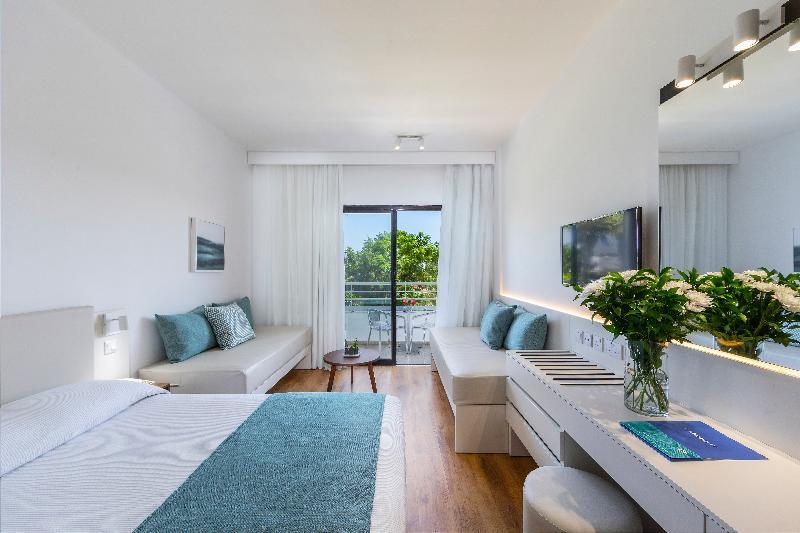 Room Louis Phaethon Beach