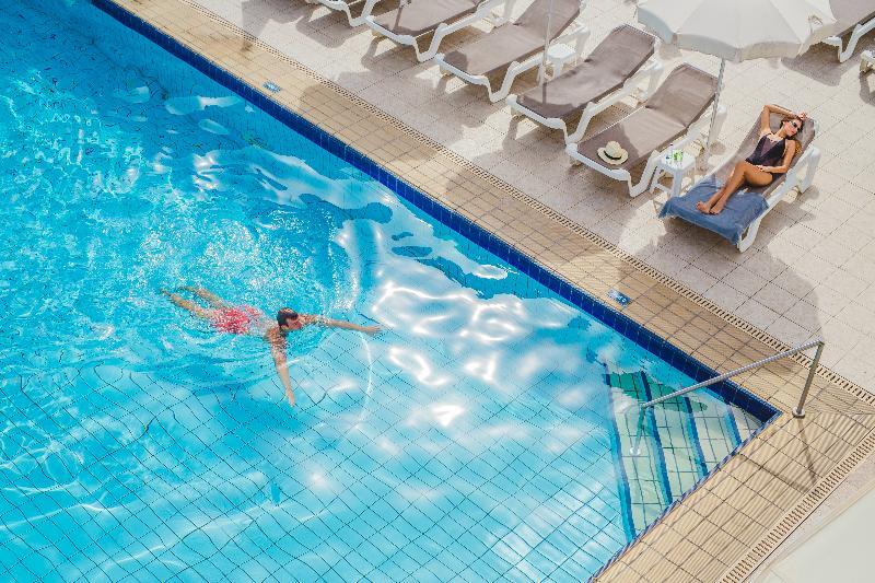 Pool Nissi Park