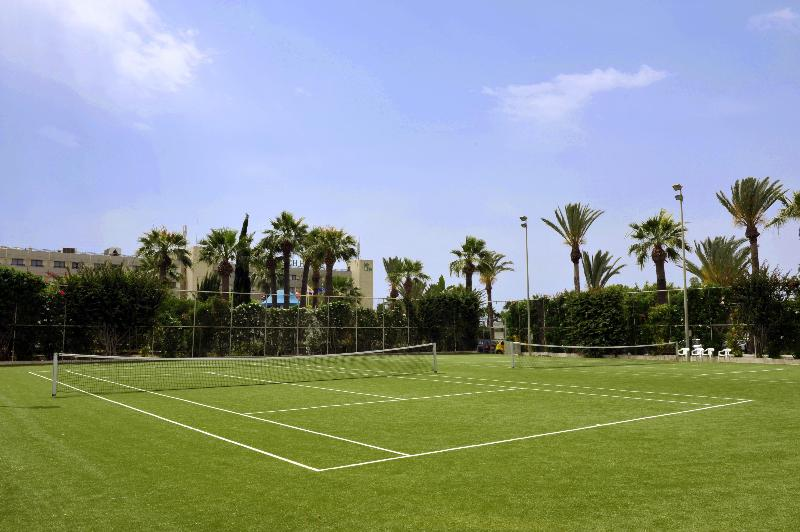 Sports and Entertainment Palm Beach Hotel & Bungalows