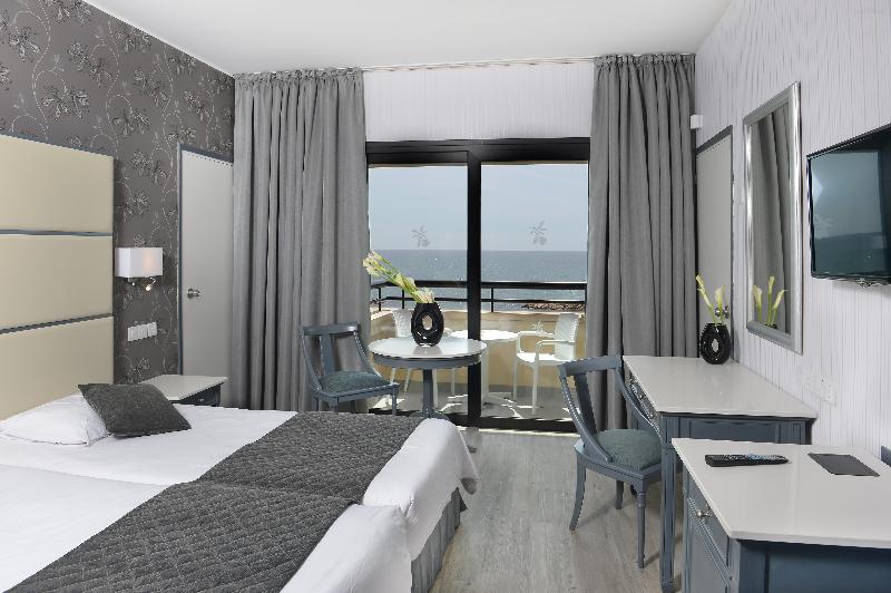 Room Palm Beach Hotel & Bungalows
