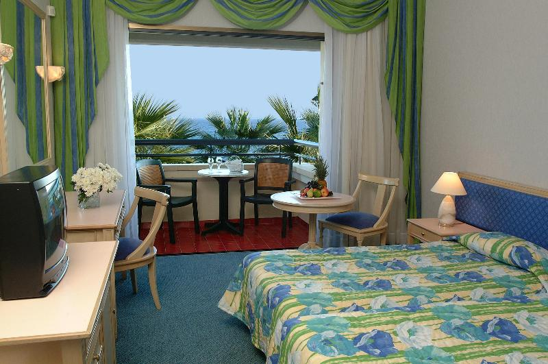 Room Palm Beach Hotel & Bungalows