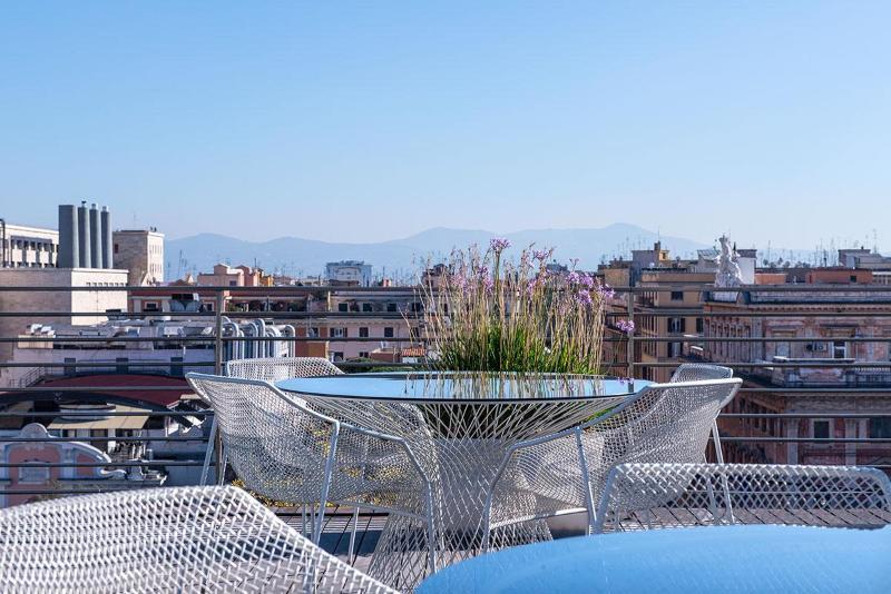 Terrace Radisson Blu Es Hotel