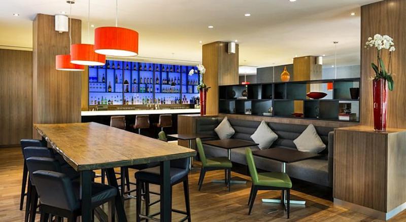 Bar Park Inn By Radisson London Heathrow