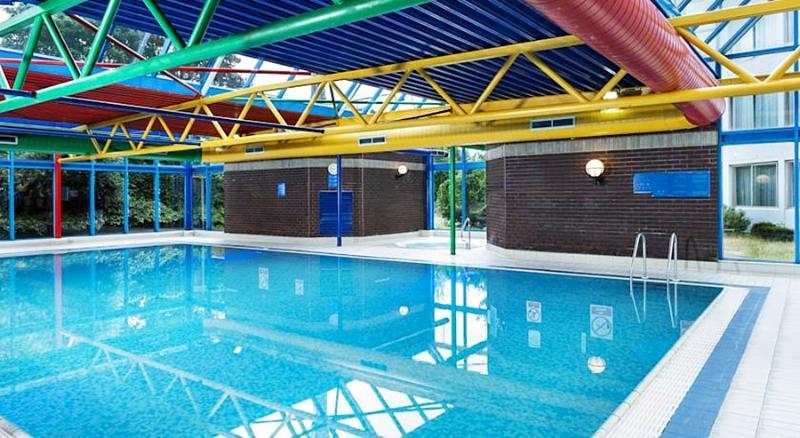 Pool Park Inn By Radisson London Heathrow
