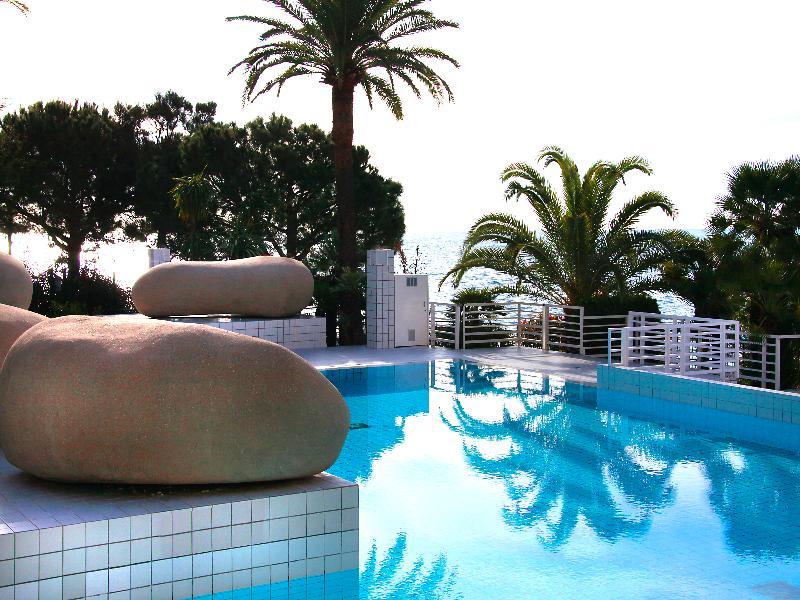 Pool Columbus Monaco