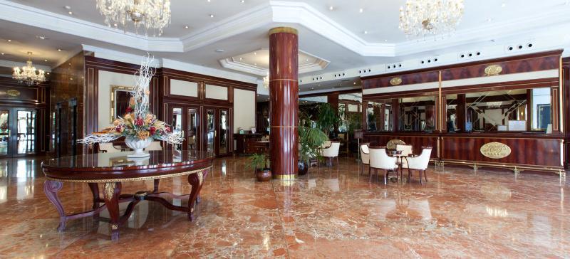 Lobby Alameda Palace