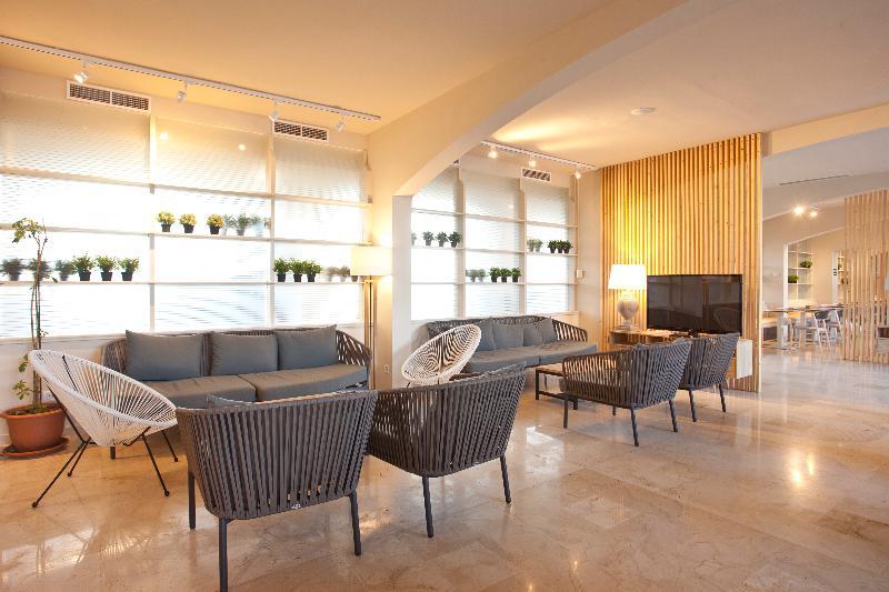 Fortune Resort Central - Bar - 6
