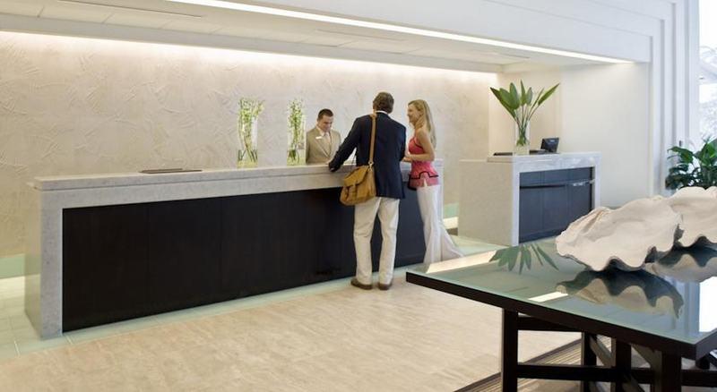 Lobby Pier Sixty-six & Marina