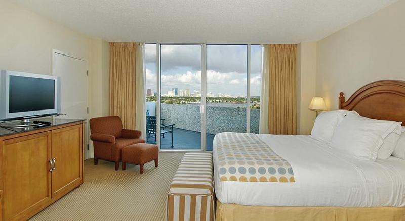 Room Pier Sixty-six & Marina