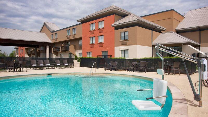 Pool Holiday Inn Express Nashville Airport