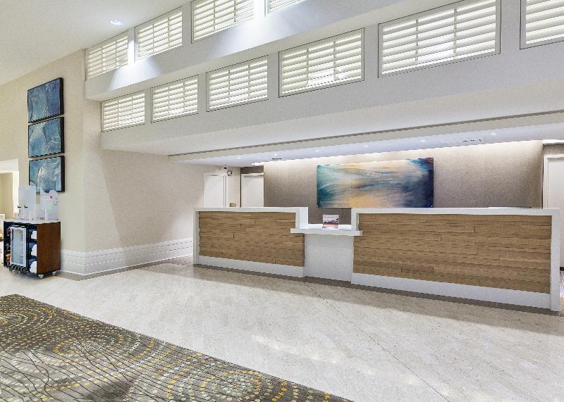 Lobby Crowne Plaza Redondo Beach & Marina