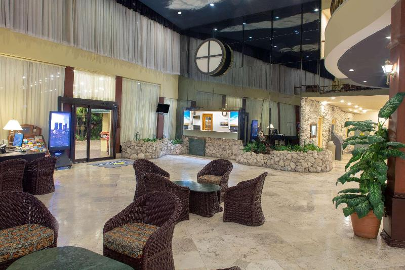 Lobby Days Hotel By Wyndham Thunderbird Beach Resort