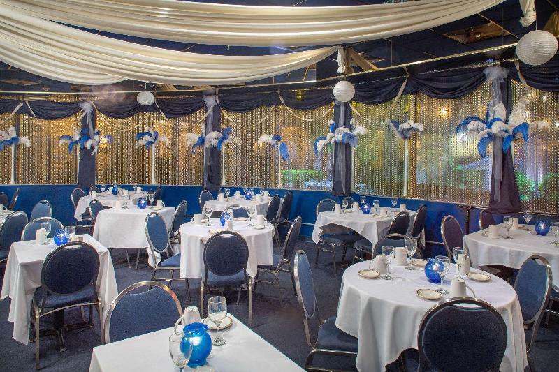 Restaurant Days Hotel By Wyndham Thunderbird Beach Resort