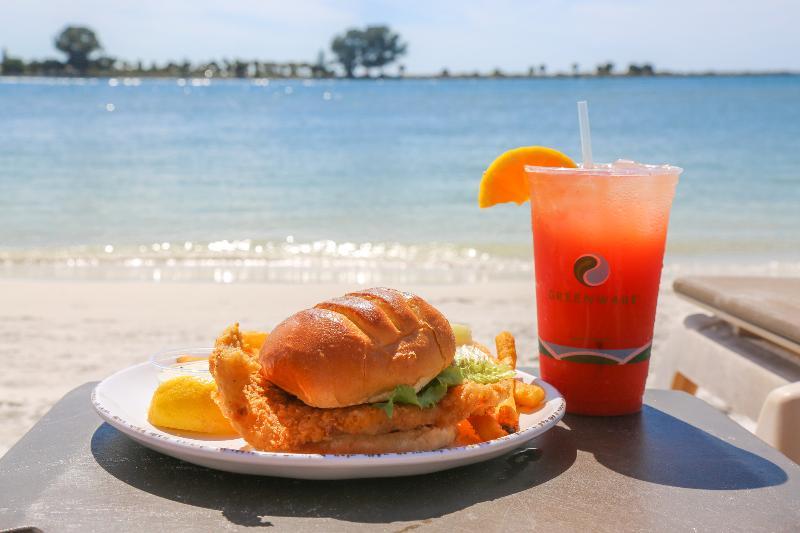 Bar Quality Hotel On The Beach