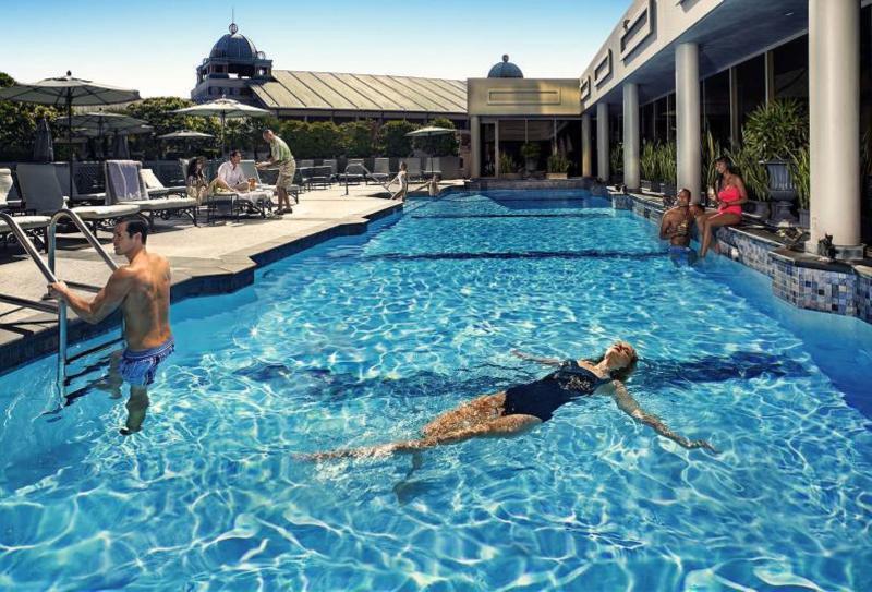 Pool Windsor Court