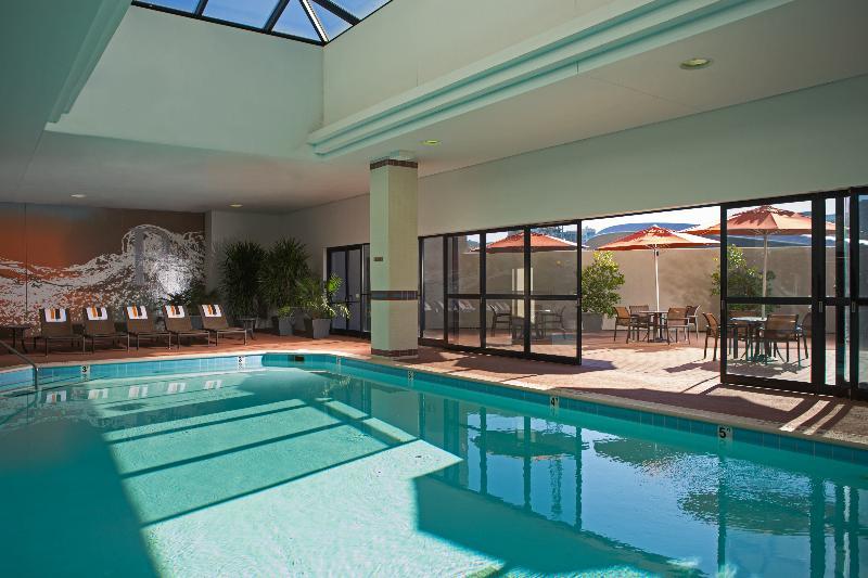 Pool Renaissance Nashville Hotel