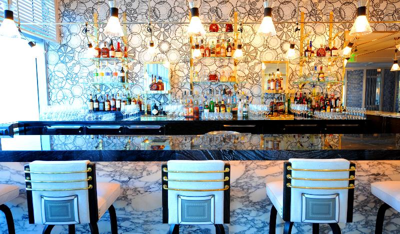 Bar Fontainebleau Miami Beach
