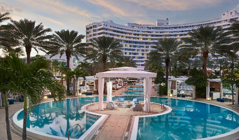 Pool Fontainebleau Miami Beach