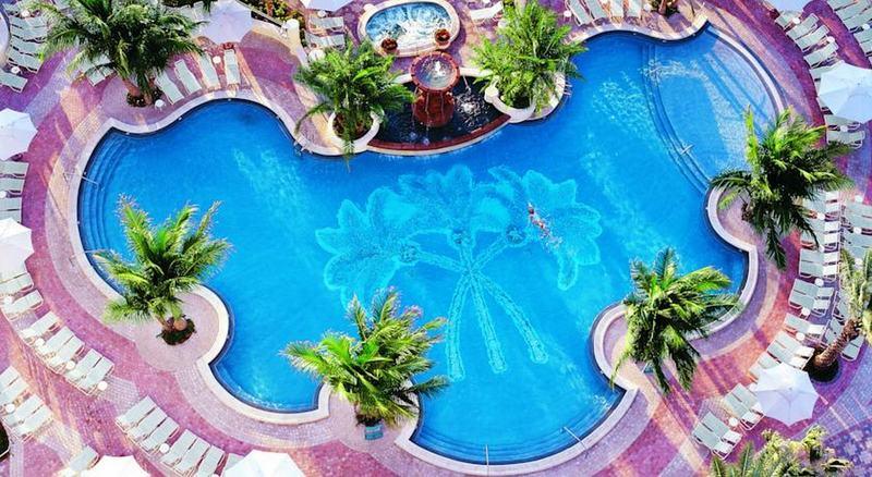 Pool Loews Miami Beach Hotel