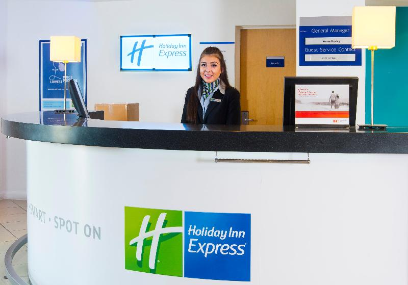 Lobby Holiday Inn Express Cambridge