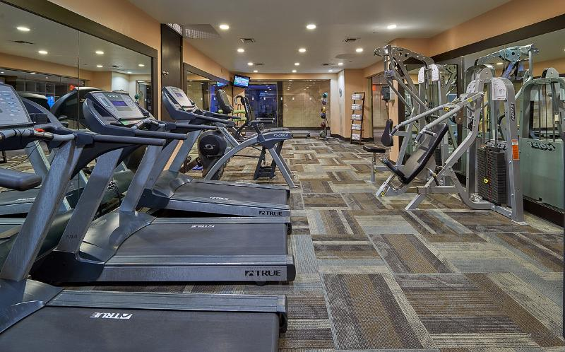 Sports and Entertainment Newport Beachside Hotel & Resort