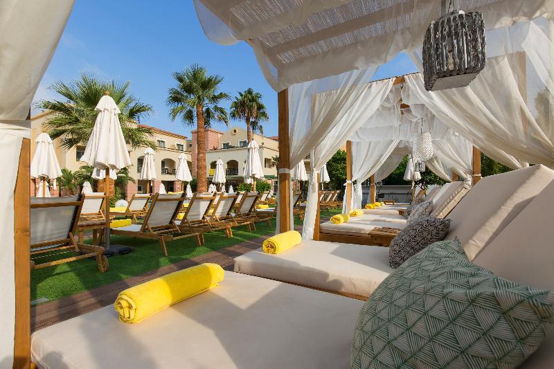 Pool Samaina Inn Hotel